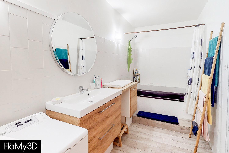 photographie immobiliiere de salle de bain à Rive de Gier